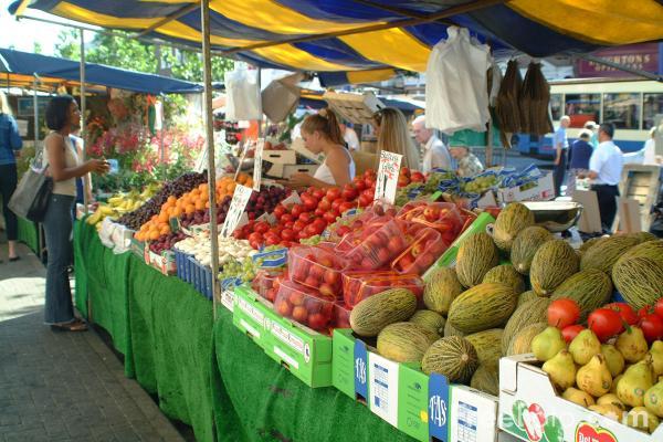09_08_8-fruit-and-veg-market-stall_web